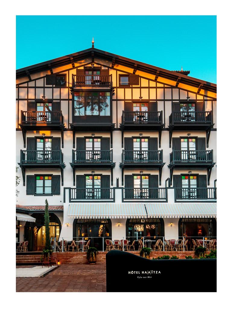 Le Ha(a)ïtza 2016, c'est d'abord une spectaculaire façade de style néo-basque, fidèle à l'architecture originelle de l'hôtel ouvert par Louis Gaume