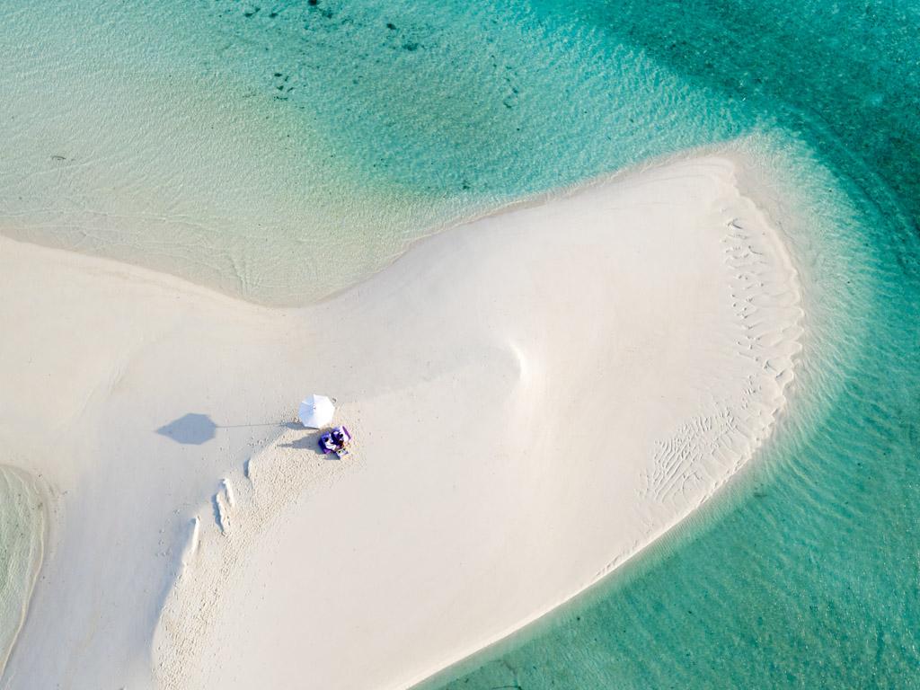 Ce lagon paradisiaque de 60 hectares est à 40 minutes d'hydravion de l'aéroport international de Malé