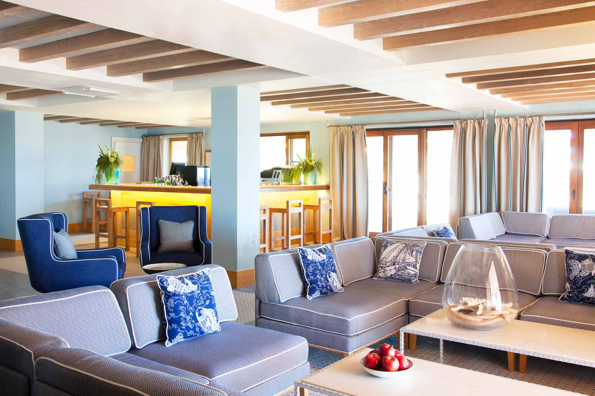 L'hôtel, considéré comme l'adresse la plus exclusive de l'île, a choisi d'incarner tout le raffinement de l'esprit Riviera des années 1950