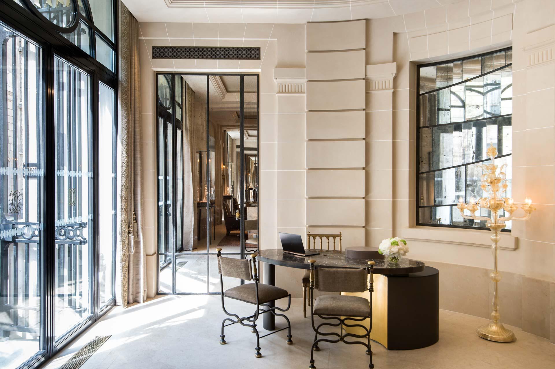 L'architecte d'intérieur Tristan Aueur signe ainsi le Lobby et la Brasserie d'Aumont (voir plus bas)