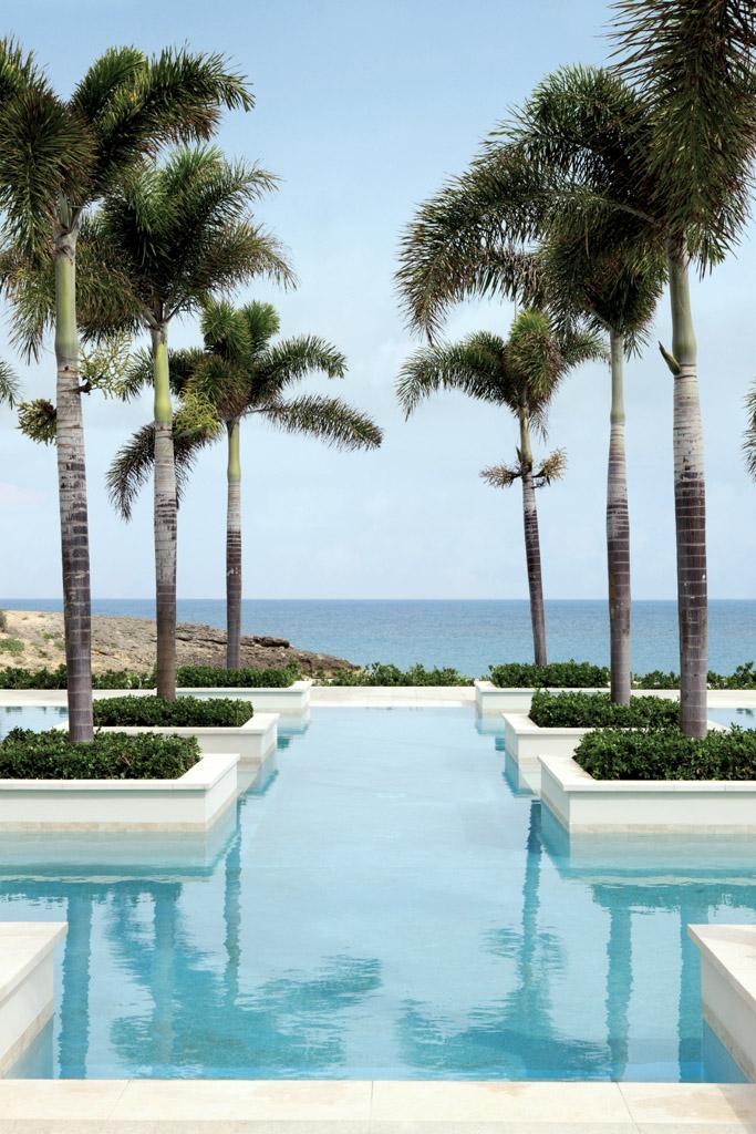Au-delà des 3 piscines, les équipements sportifs comprennent un terrain de basket, particulièrement prisé des joueurs de NBA en vacances, un mur d'escalade et 3 terrains de tennis