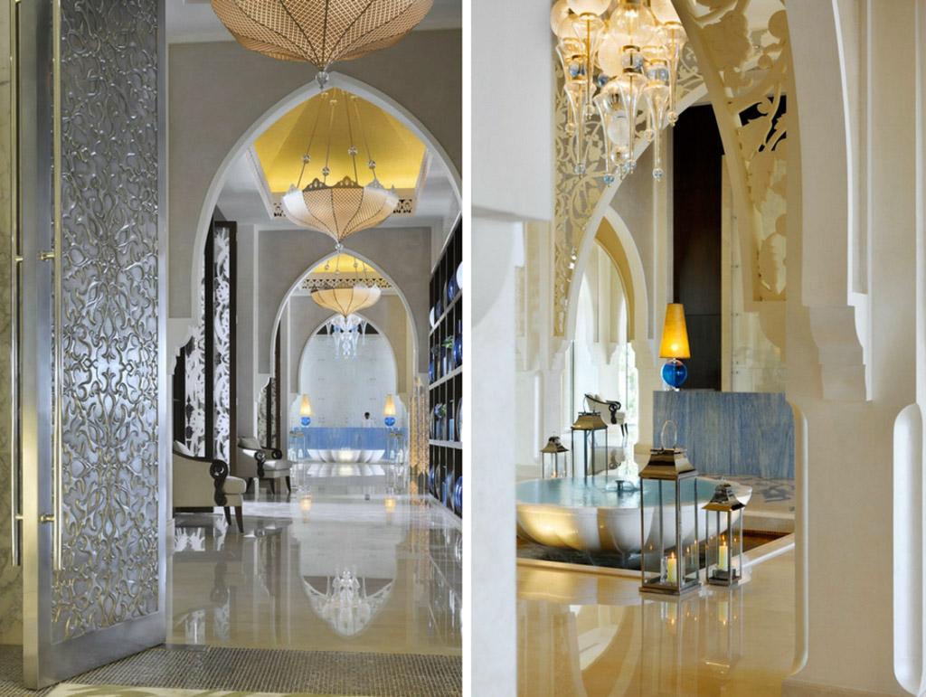 Le lobby, lumineux et opulent, est annonciateur du niveau de sophistication inouï de l'établissement
