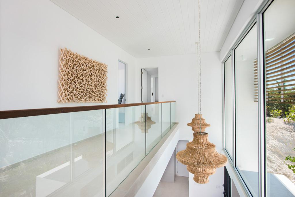 À l'intérieur des villas, le décor se veut contemporain et lumineux