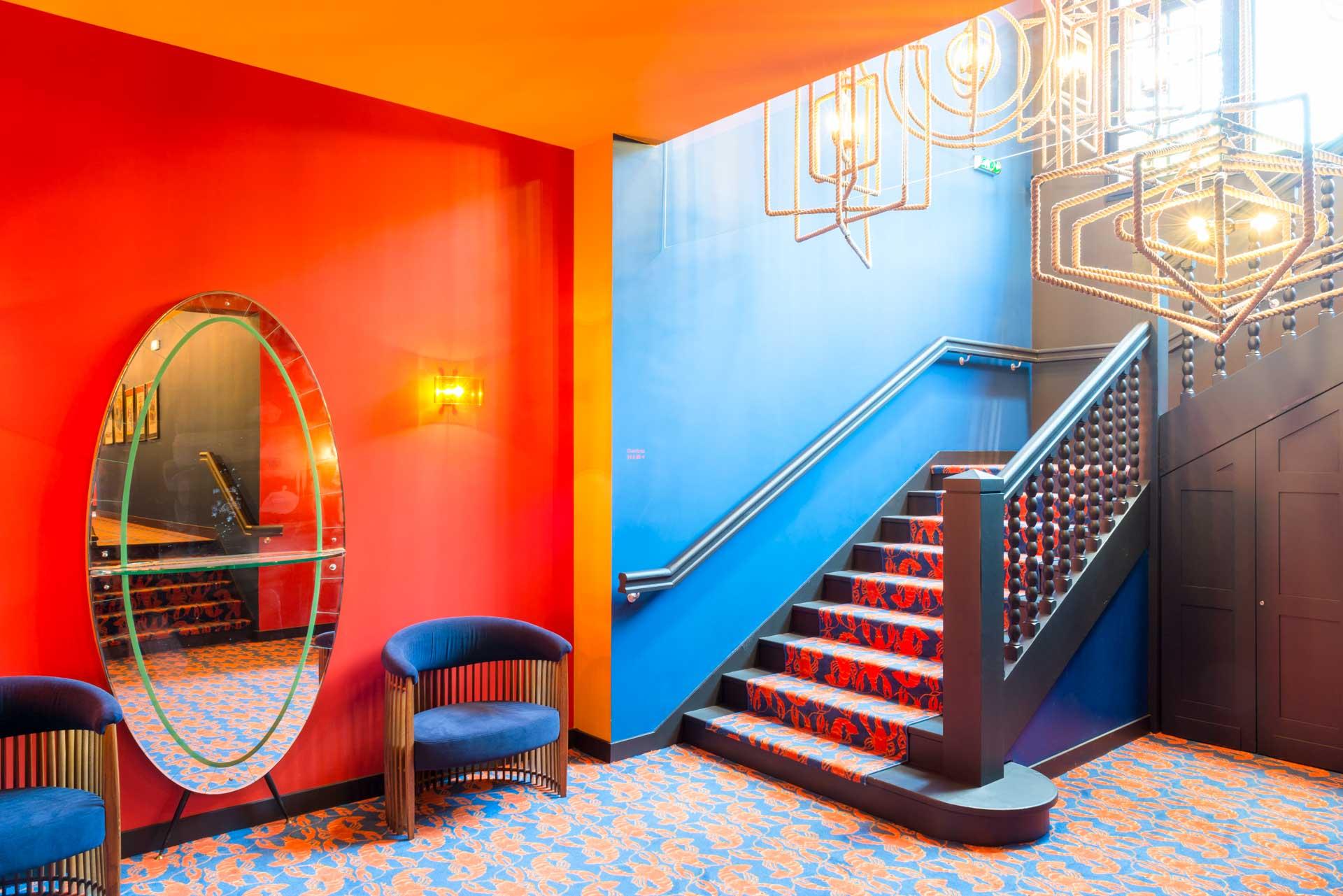 Le lobby permet une immersion immédiate dans l'univers haut en couleur de l'artiste