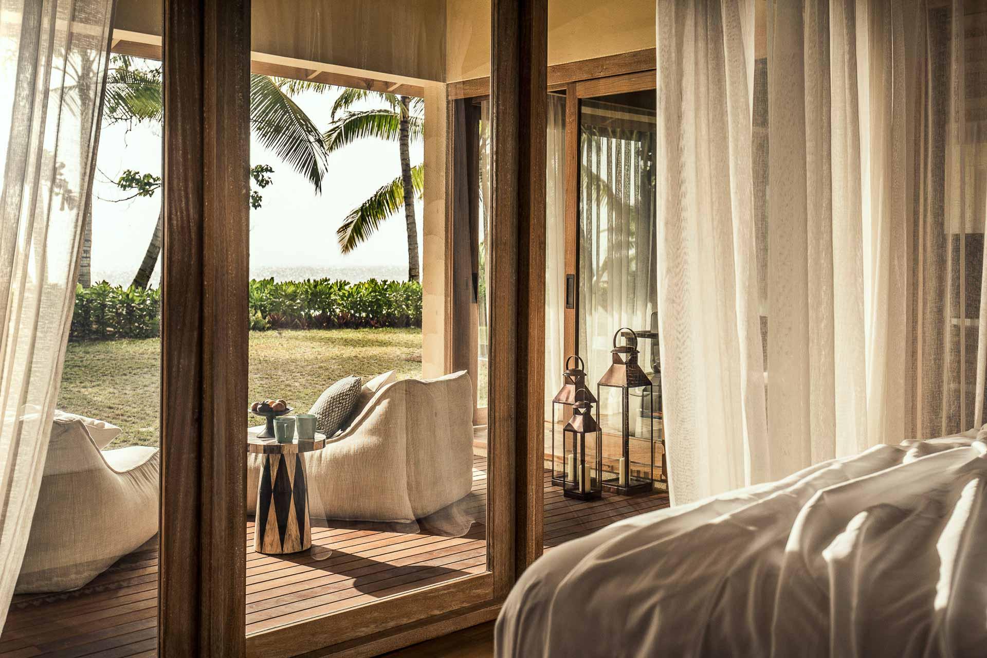 Les chambres, suites et villas affichent une décoration «rustique chic » pour une meilleure intégration avec la nature environnante