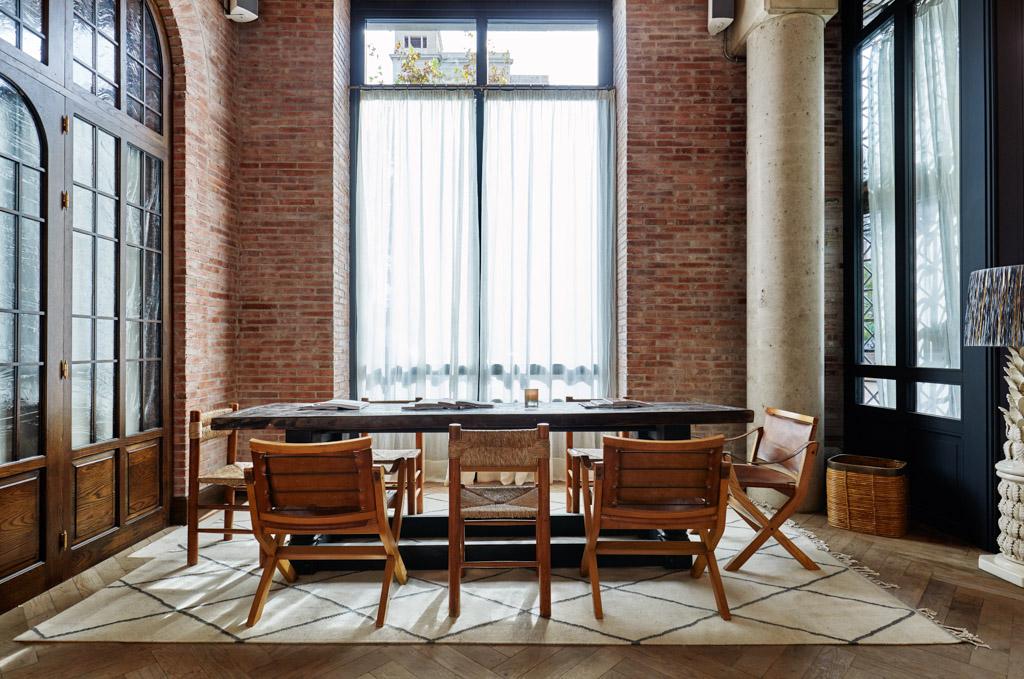 Le mobilier de la Soho House Barcelona est une combinaison de pièces européennes du milieu du XXème et d'autres faites sur-mesure pour l'hôtel