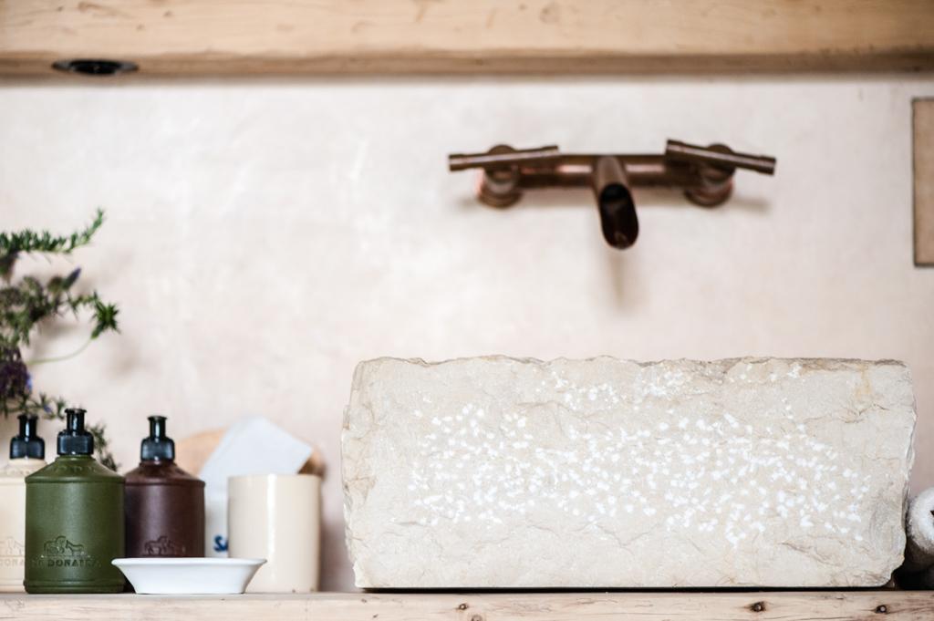 Les salles de bain illustrent parfaitement l'esprit bohème et design de la maison