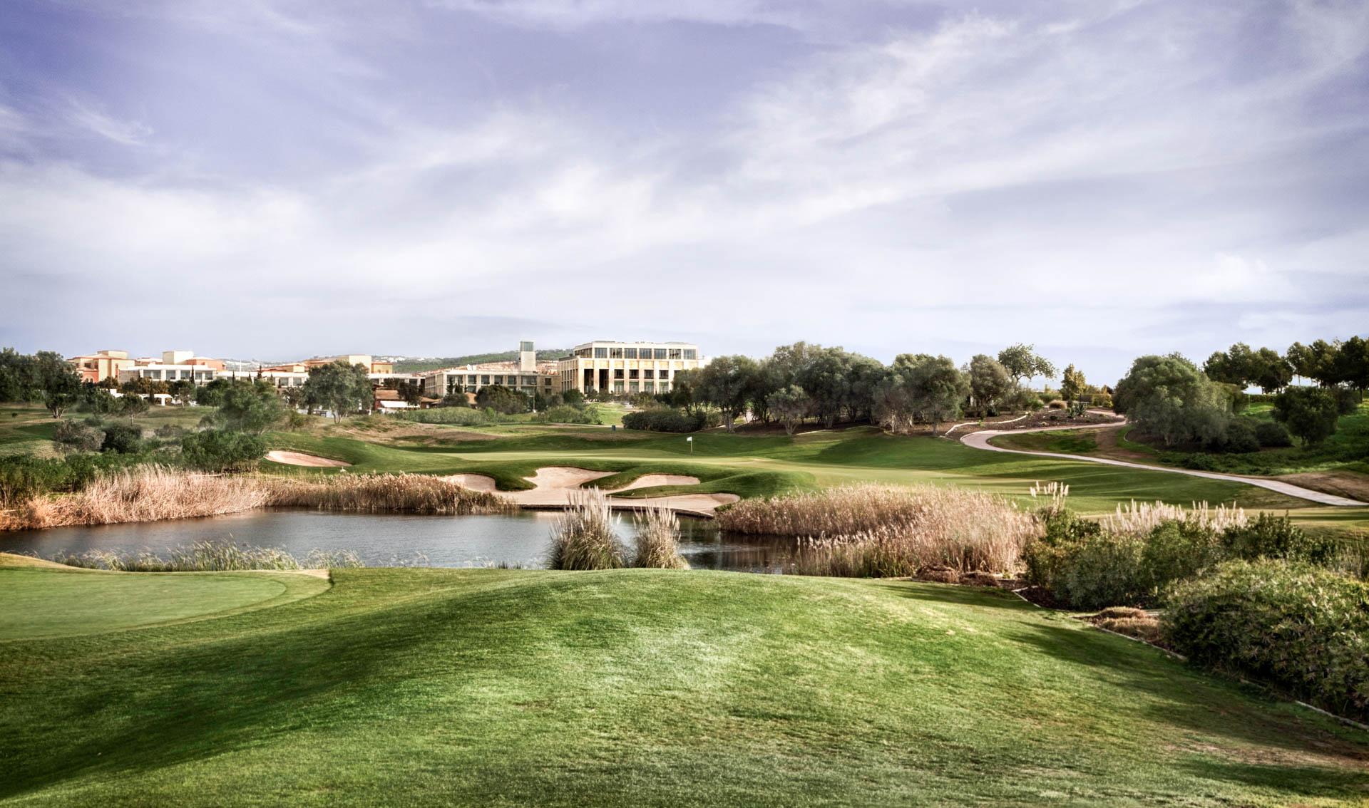 L'Oceânico Golf Course, adjacent au resort, est considéré comme l'un des plus beaux golfs du pays