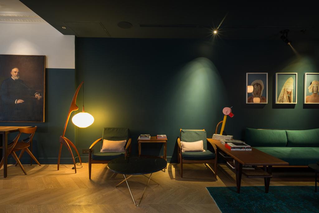 Le lobby du C.O.Q. a été imaginé comme un salon confortable