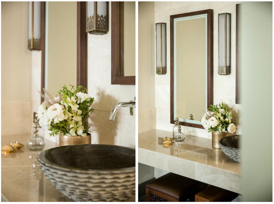 Les salles de bain sont un modèle de luxe contemporain