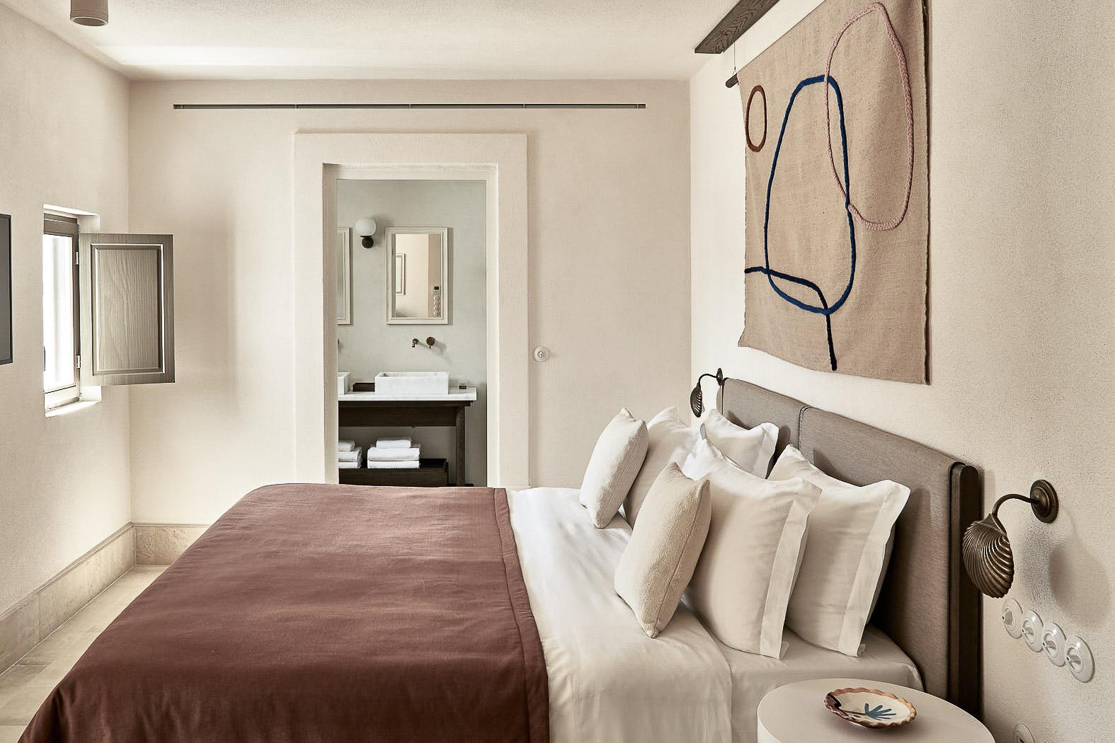 L'Uranus Suite offre le confort d'un salon séparé et d'une chambre luxueuse