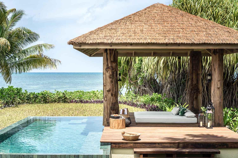 Pour les autres guests, une immense piscine surplombant l'océan est à disposition