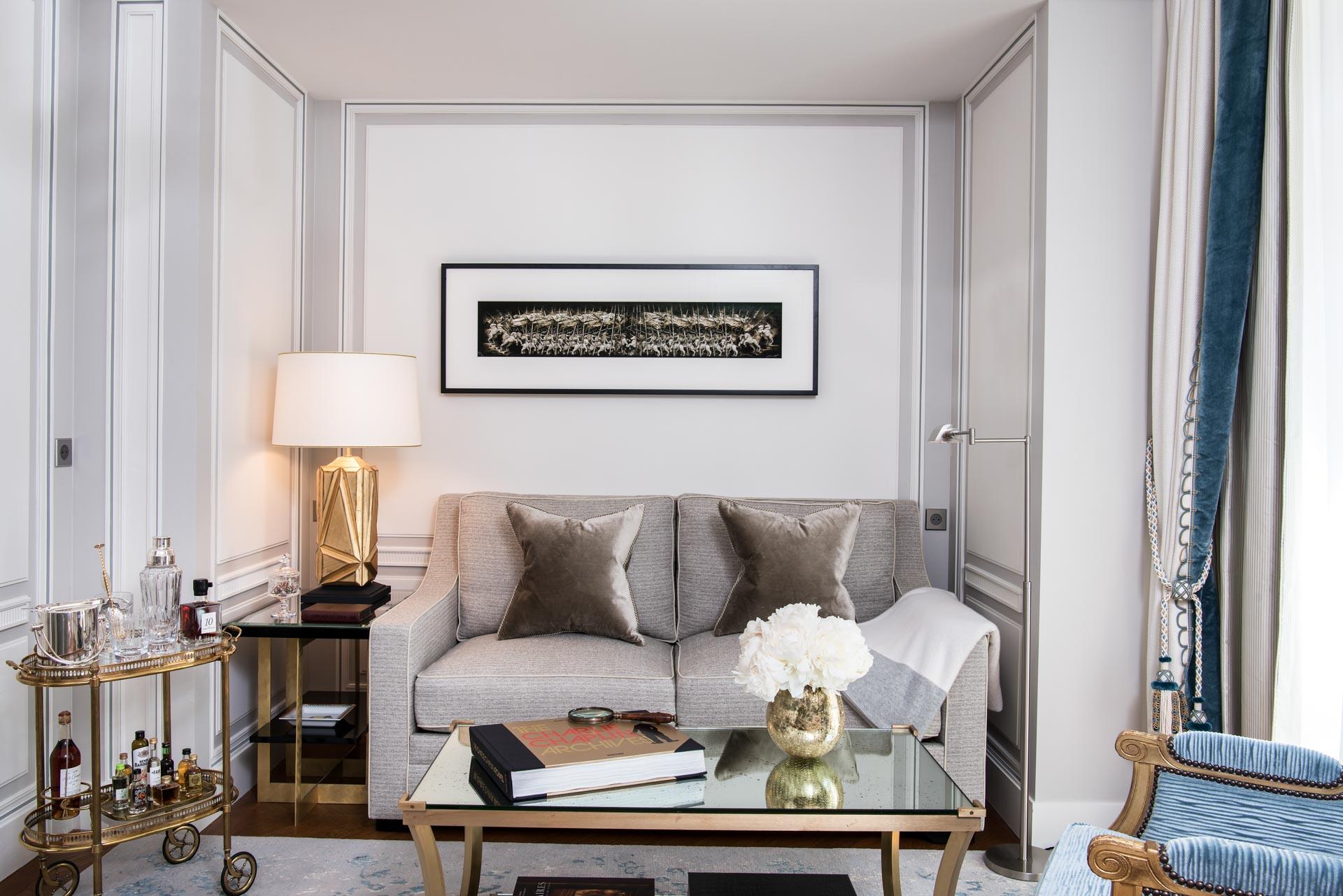 Juste au-dessus, les Premier Suites Incarnent la sensibilité résidentielle parisienne qui définit l'Hôtel de Crillon