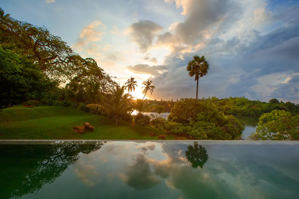 Pour les hôtes n'ayant pas cette chance, une piscine commune est également à leur disposition