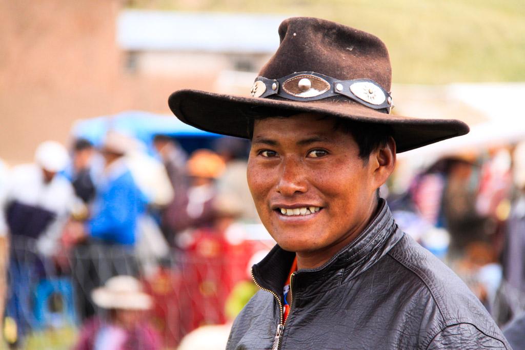 Jeune homme fier, fête aux moutons dans les Andes. Pérou. © Cédric Aubert