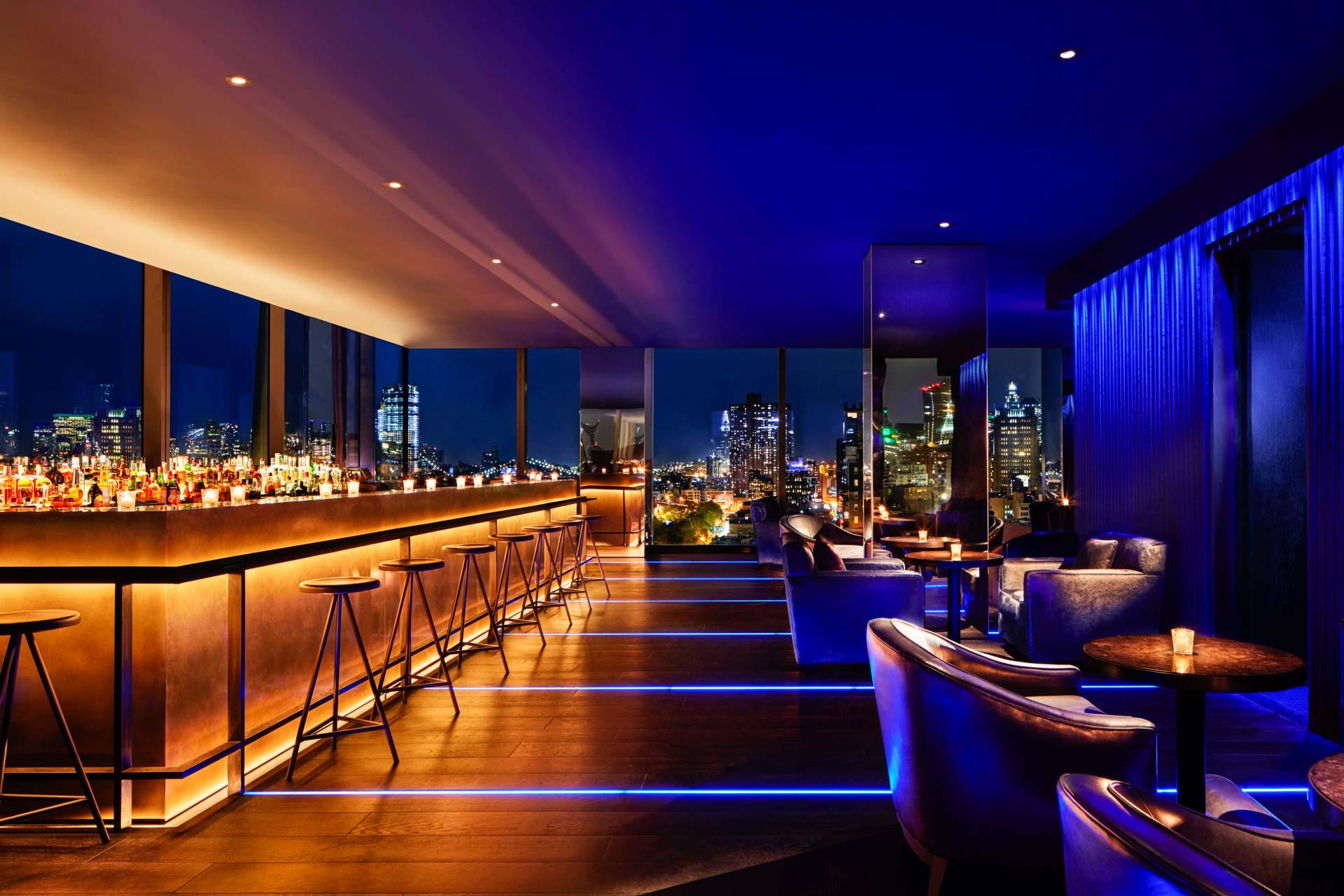 The Roof est le bar rooftop de l'hôtel. Il est au cœur de la vie nocturne de PUBLIC