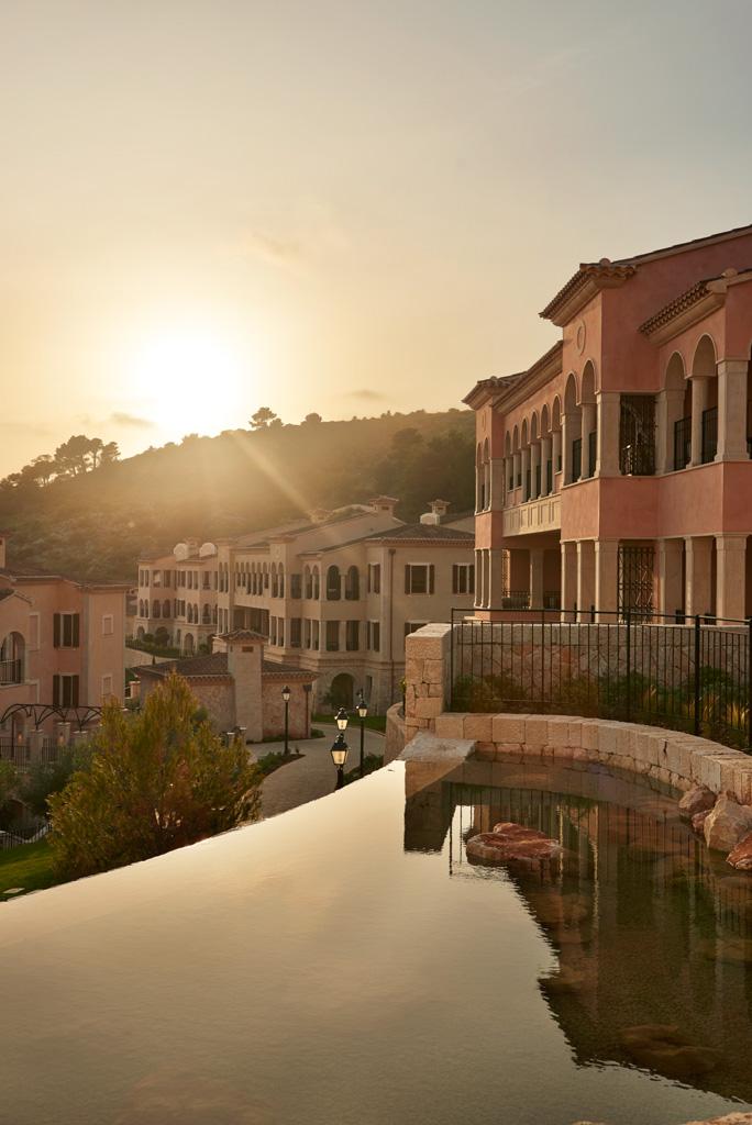 Partout dans le resort, on retrouve l'esprit d'un village baléarique