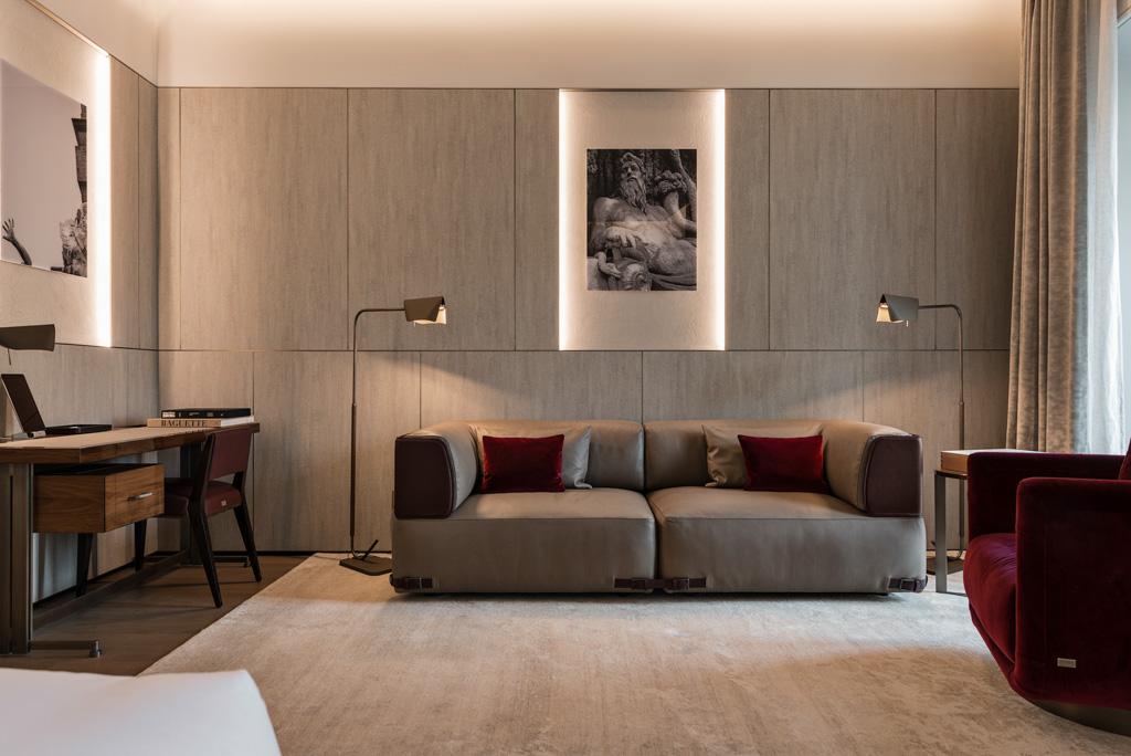 La majorité des meubles ont été réalisés sur mesure et produits par Fendi Casa