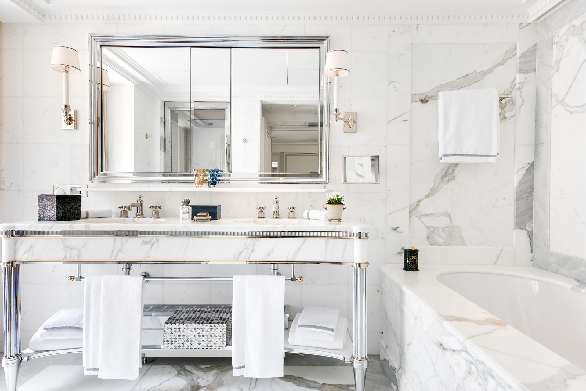 Mobilier sur mesure, détail de décoration ultra raffinés, matériaux nobles, ces suites montrent le souci du luxe qui a guidé la rénovation de l'hôtel