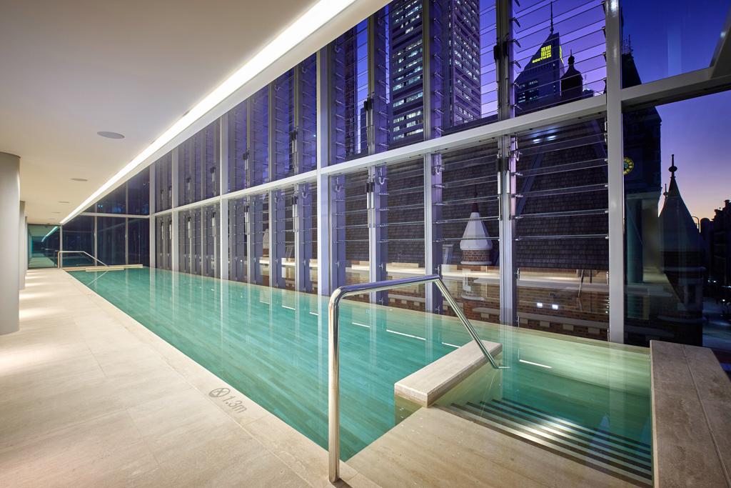 Au dernier étage, une très belle piscine de vingt mètres attend les voyageurs