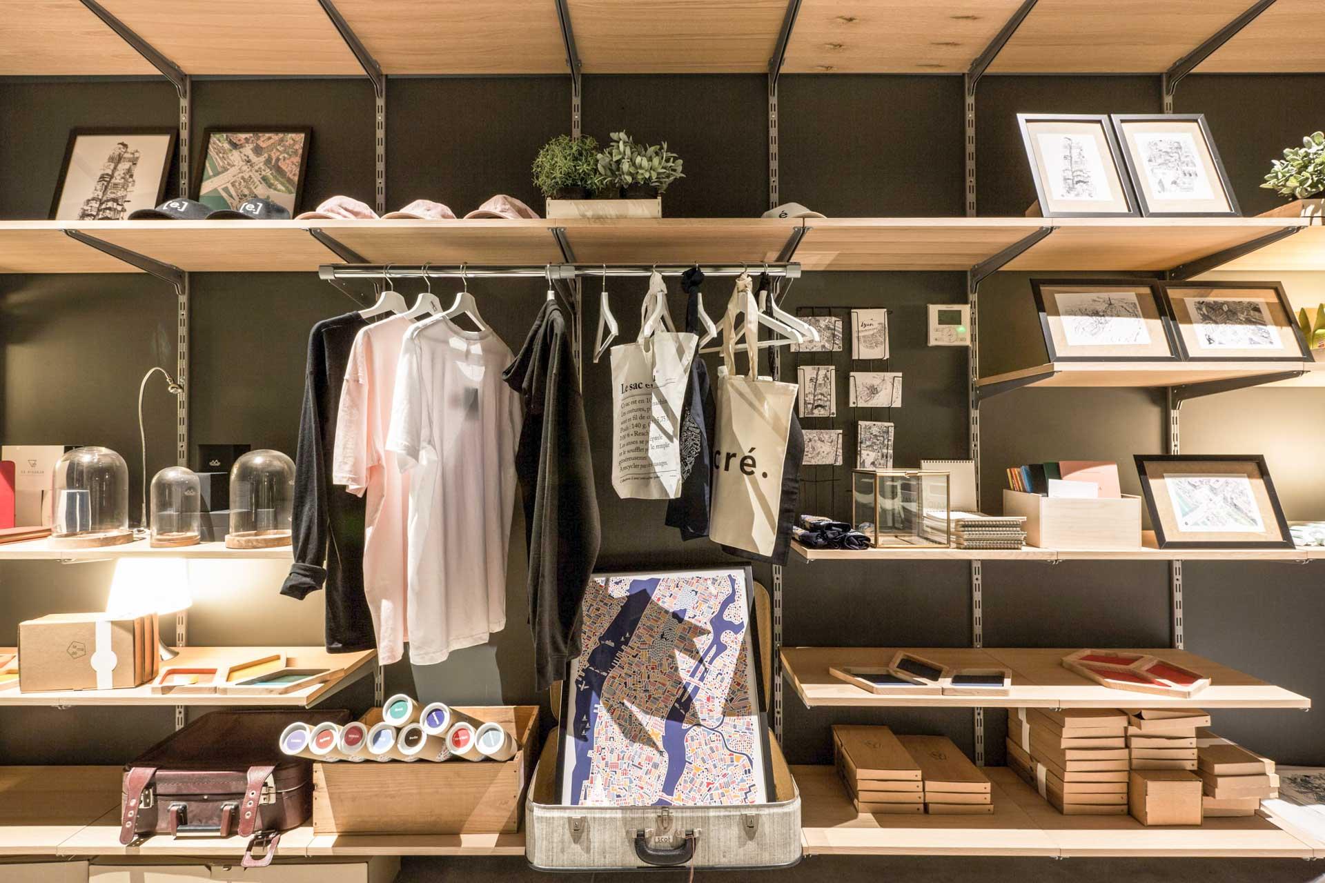 Enfin, deux pop up stores mettent en avant des sélections d'objets de créateurs soigneusement sélectionnés