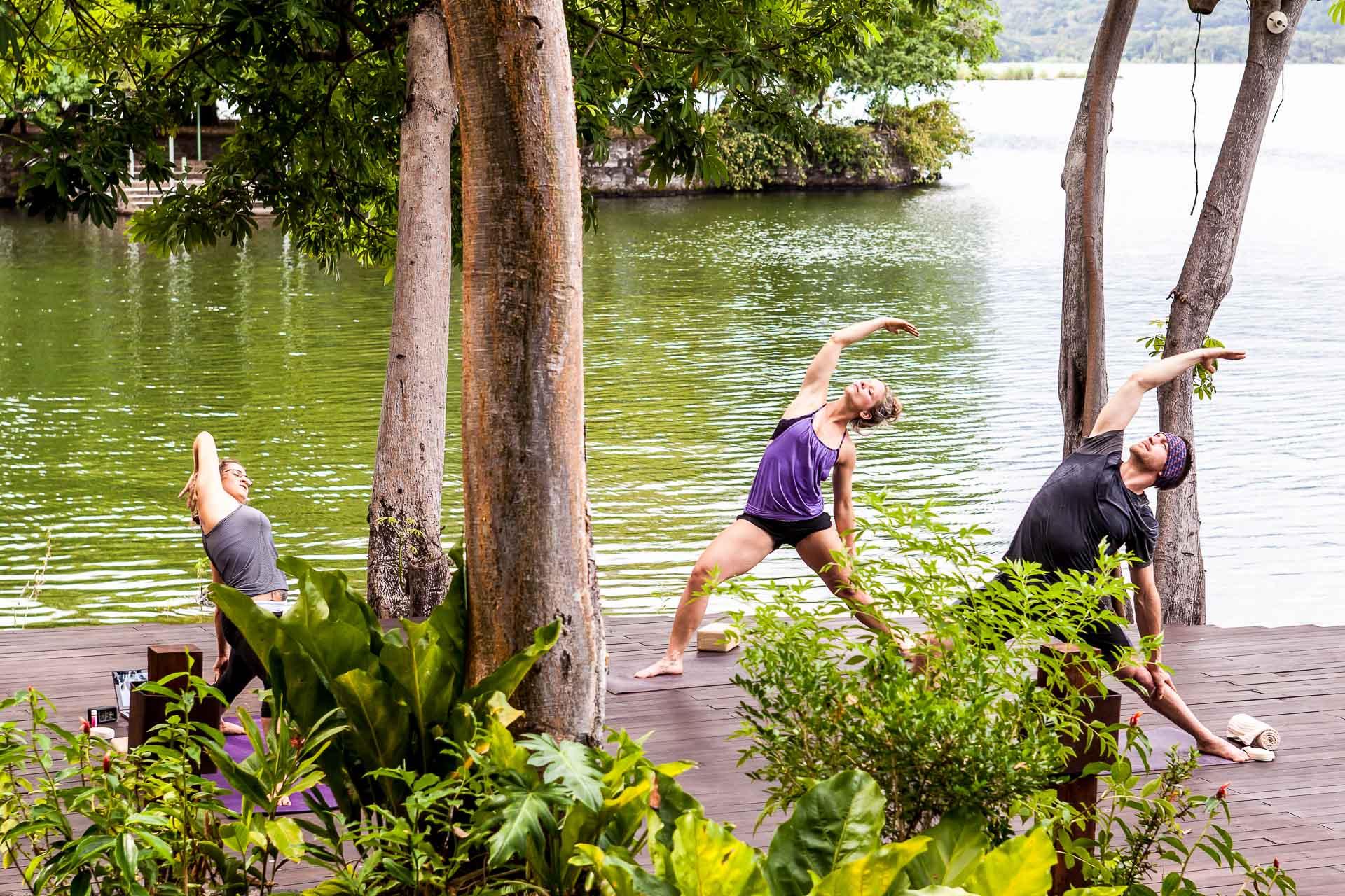Yoga deck à Nogara, pour une pratique en pleine nature.