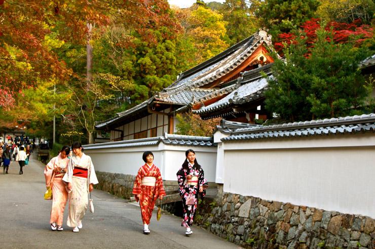 Femmes en kimono dans les rues de Kyoto | © Aurélie Morin