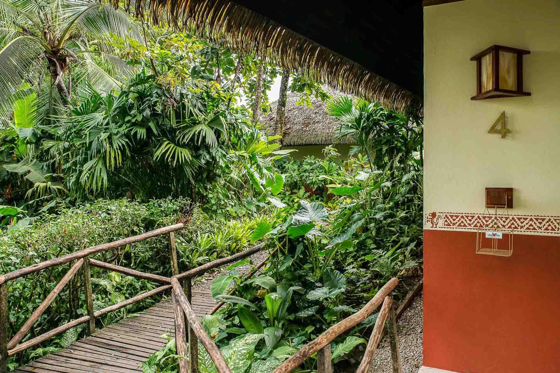 Les bungalows sont disséminés dans la jungle.