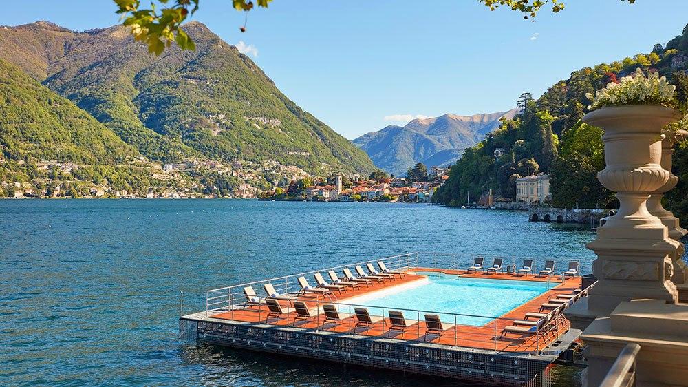 Mandarin Oriental Lago di Como : piscine extérieure flottante.