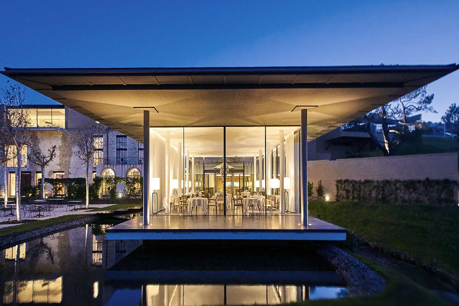 28 villas décorées sobrement et largement ouvertes sur la nature environnante. © Château La Coste