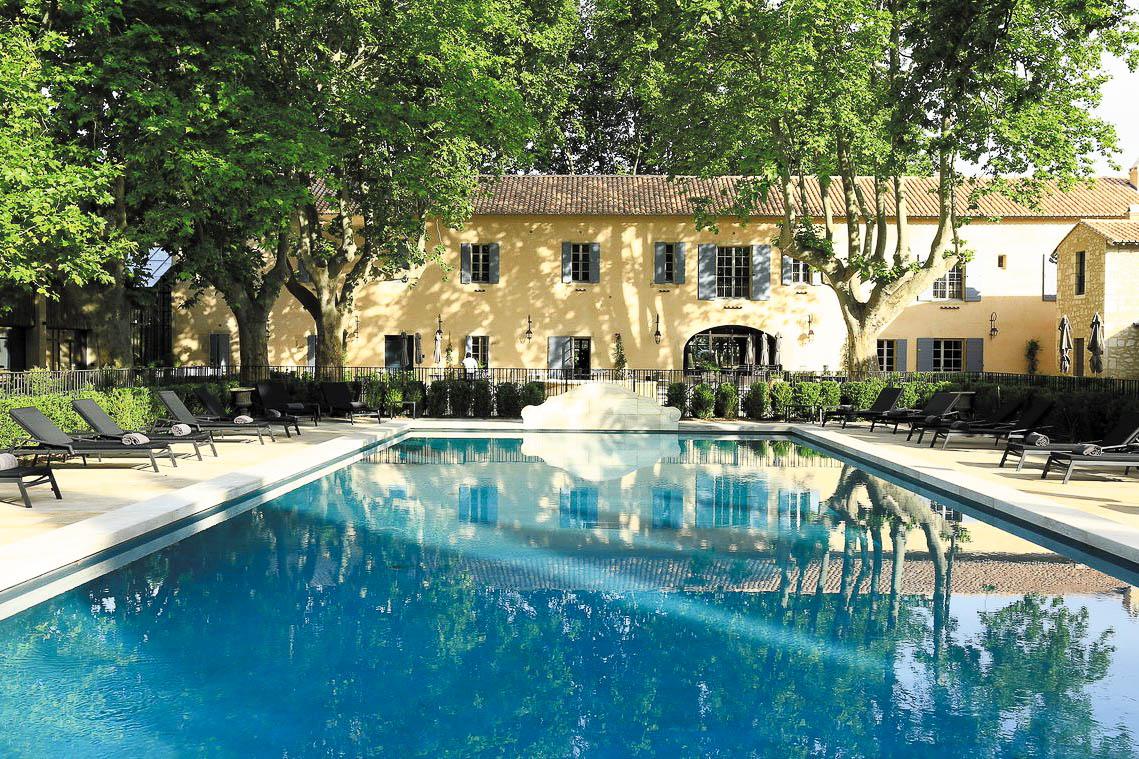 Domaine de Manville : une centaine d'hectares avec golf, piscine et villas de luxe.
