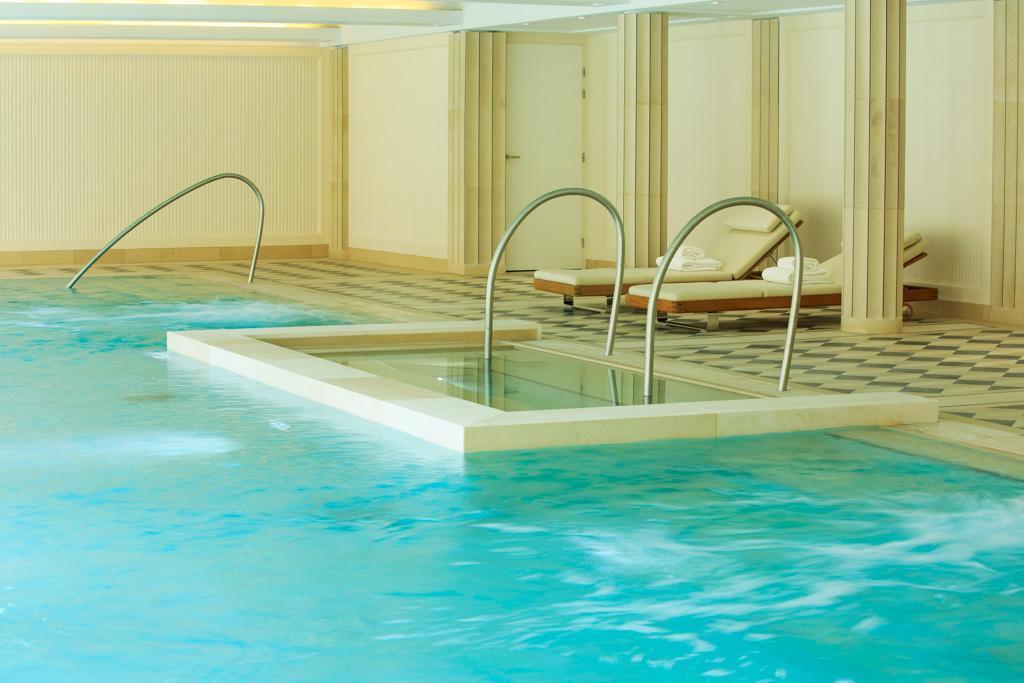 Le spa de l'hôtel a été pensé comme de véritables thermes contemporains