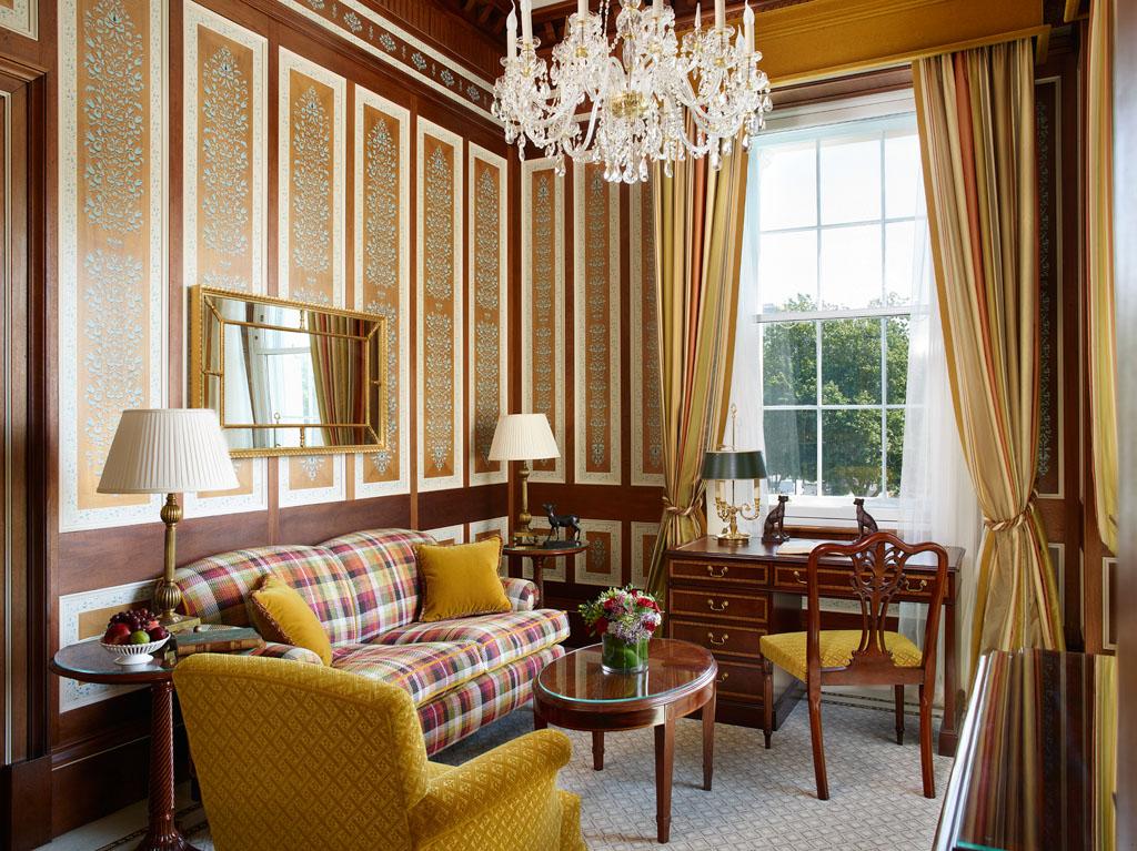 Dans les chambres et suites, le raffinement anglais dans toute sa splendeur