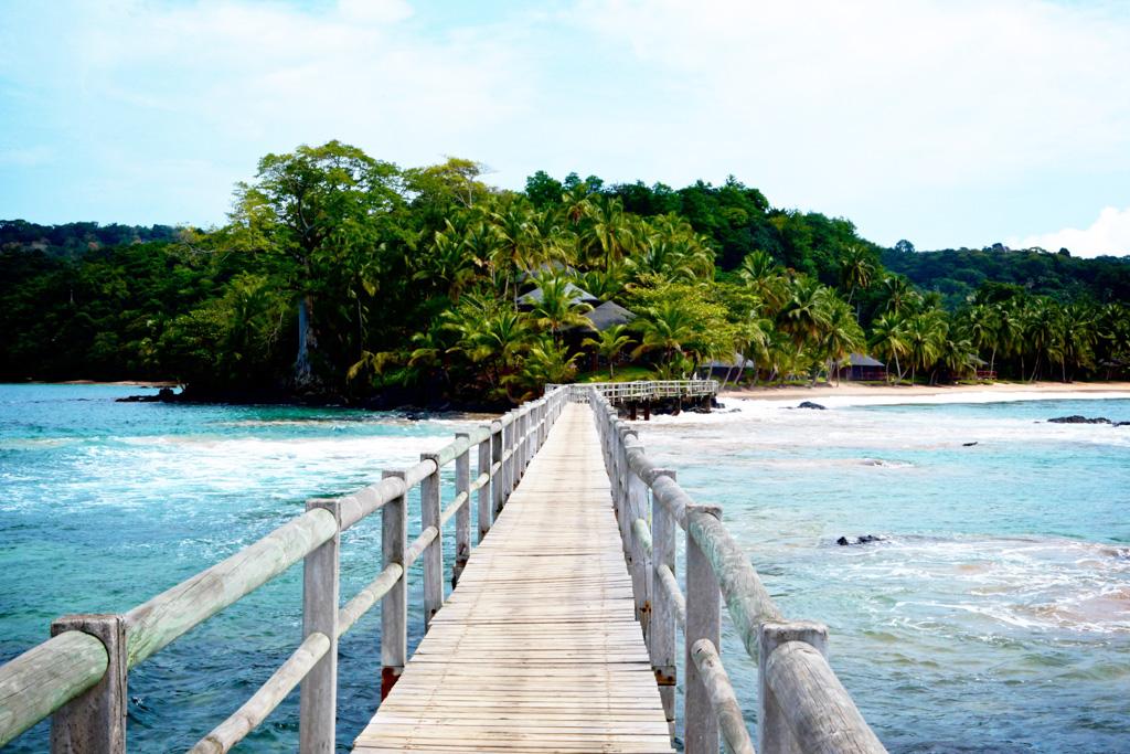 Bom Bom Island Resort - Pont vers le restaurant