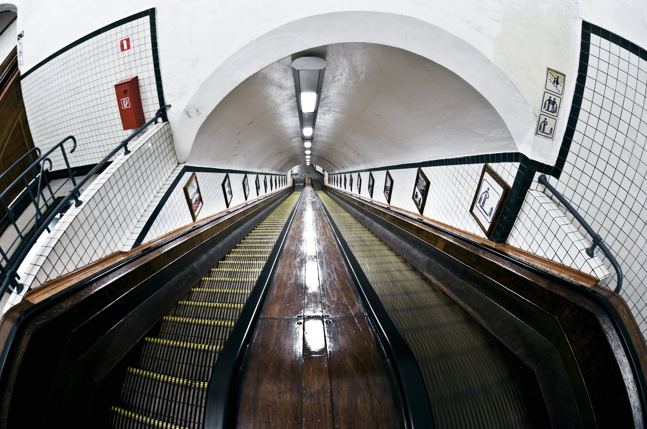 Tunnel Sainte-Anne - Escalators - Anvers  © Visit Antwerpen