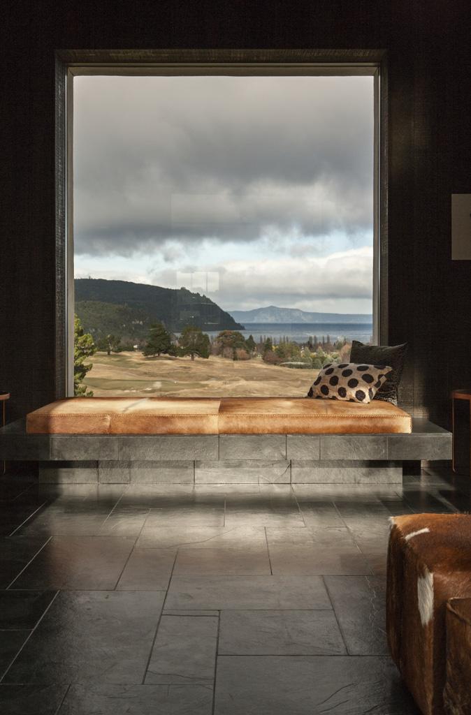 Les espaces imaginés par Andrew Patterson ont la particularité d'être ouverts vers l'extérieur et… vers le golf bien sûr
