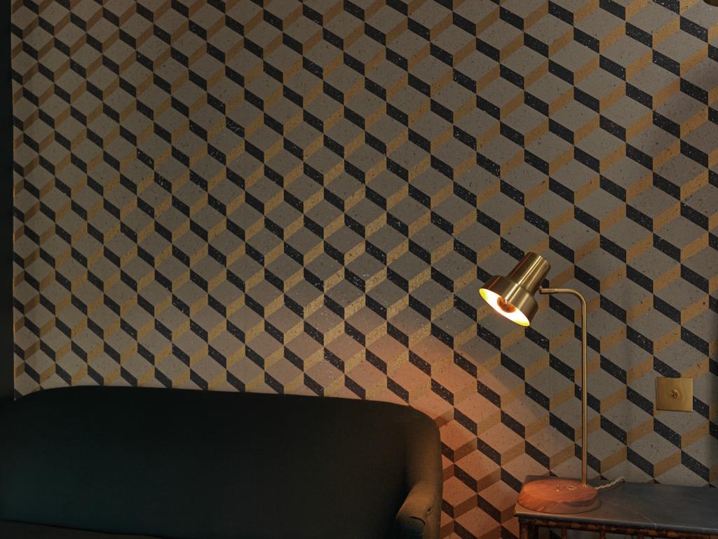 Motifs géométriques et cheminées font également partie de la décoration des chambres