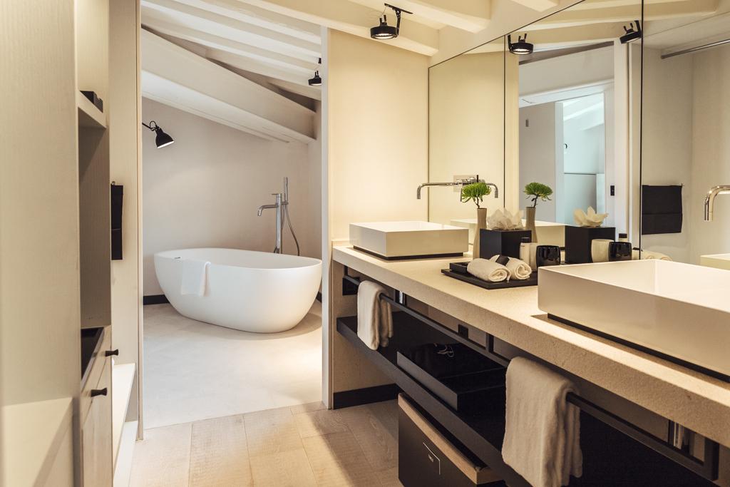 Que cela soit dans les chambres Deluxe ou dans les Junior Suites, un soin tout particulier a été apporté aux salles de bain
