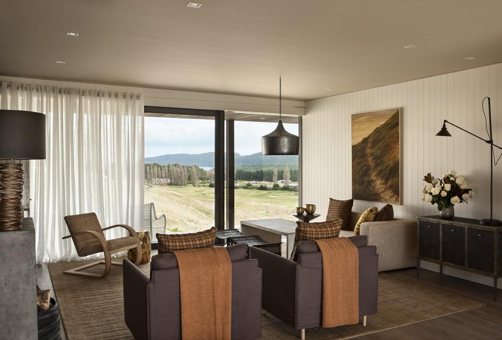 Ambiance bourgeoise mais moderne dans les chambres et salons, encore une fois toujours ouverts vers l'extérieur