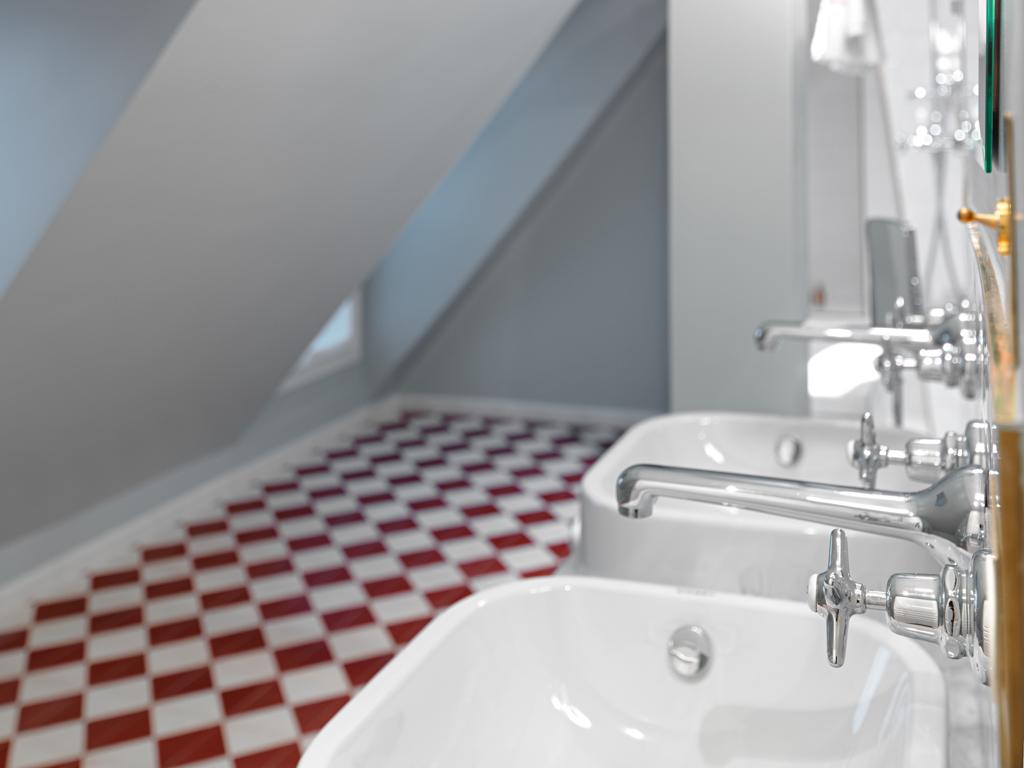 Les salles de bain mettent à l'honneur des faïences traditionnelles