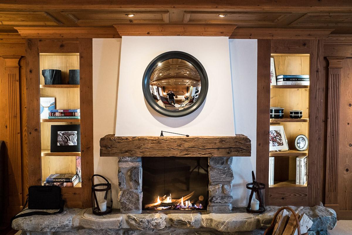 Des cheminées équipent toutes les suites (y compris Junior) de l'hôtel comme ici dans une suite Grand Luxe   © Yonder.fr