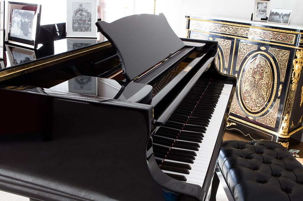 La Réserve Paris - Piano Steinway dans une suite