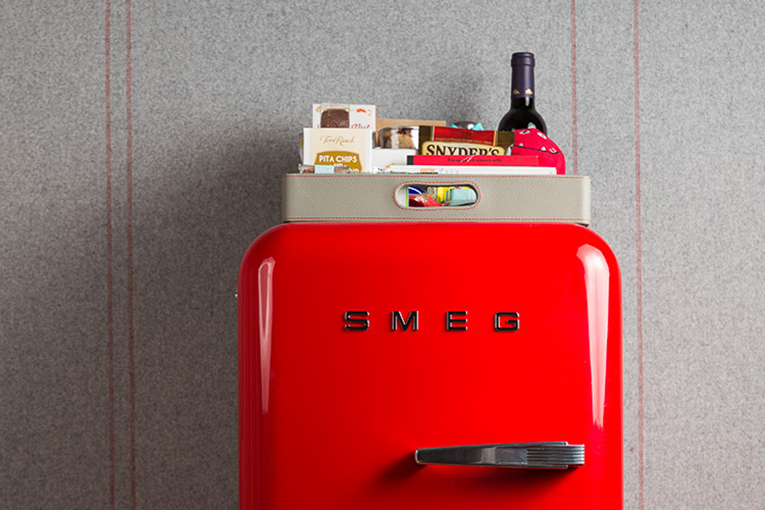 A l int rieur du premier virgin hotel nouvelle fantaisie for Interieur frigo smeg