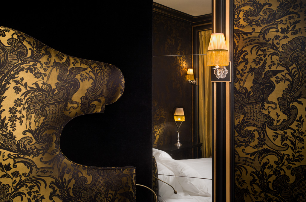 Des teintes que l'on retrouve d'ailleurs dans l'une des plus belles chambres de l'hôtel.