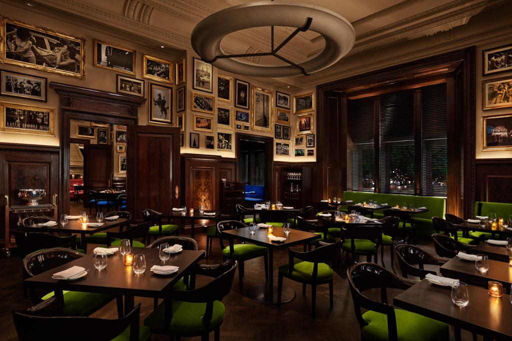 L'une des trois salles à manger de l'hôtel inspirée par le début des années 20