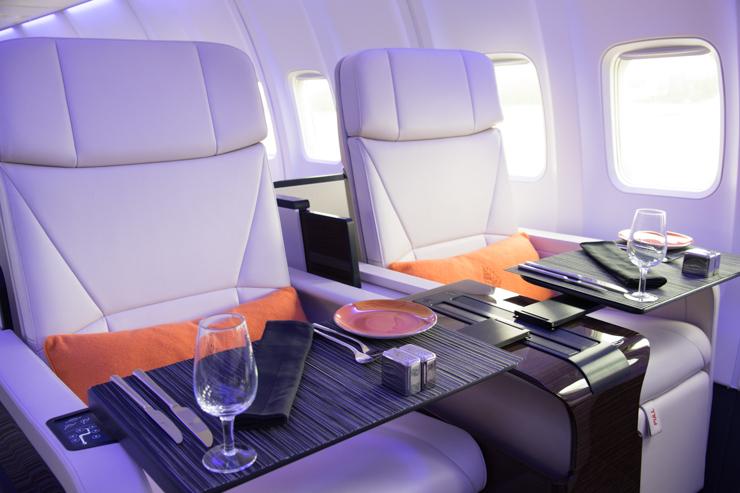 Décor contemporain et finitions luxueuses à bord du jet privé de Four Seasons