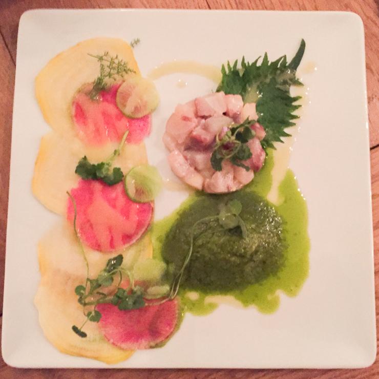 Tartare de maigre des côtes corses, shizo, lierre terrestre et sauce végétale