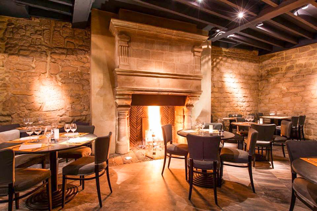 Les meilleurs bars et restaurants avec feu de chemin e paris for Hotel food bar atelier 84
