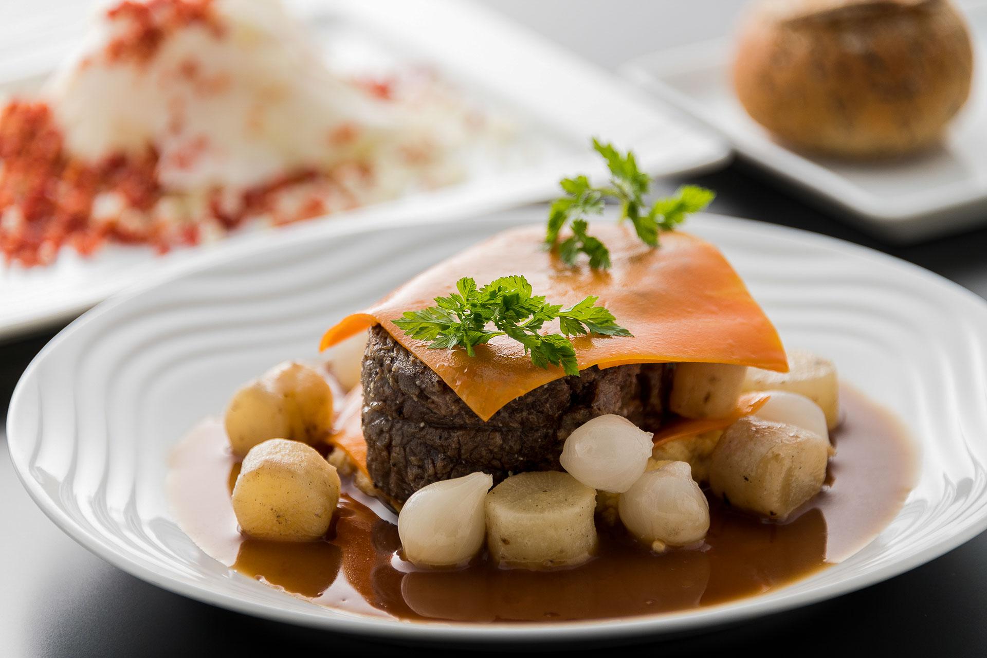 Joue de bœuf braisée, un confit de carottes avec sa sauce braisée © DR