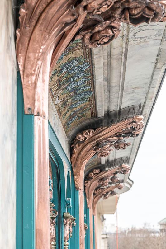 La façade finement ouvragée du KimptonSt Honoré Paris © DR